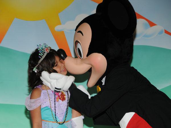 MickeyKiss_full